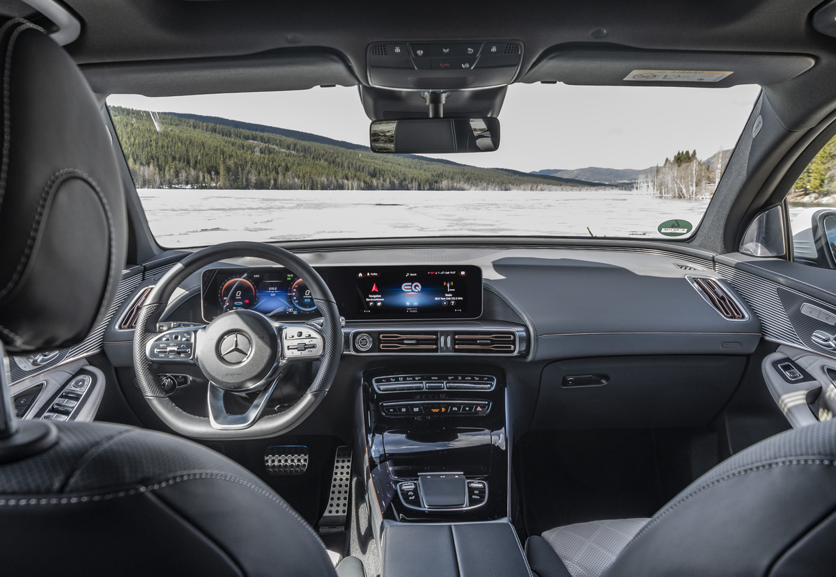 2020 Mercedes-Benz EQC 400 4Matic interior.jpg