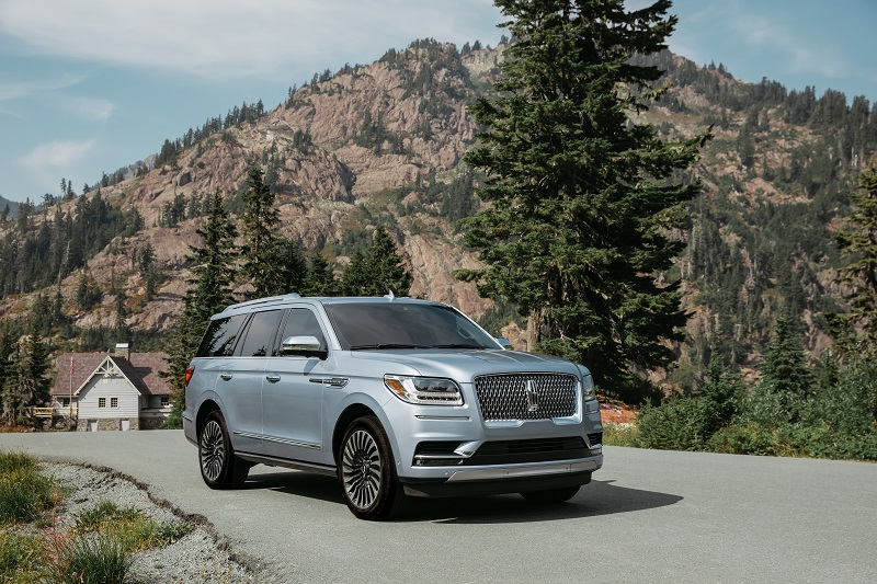 Navigator making waves in large luxury SUV segment, but still trails Escalade by wide margin.