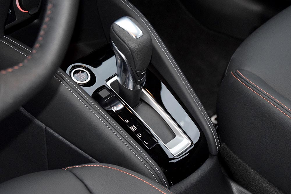 Nissan Kicks shifter_0914.jpg