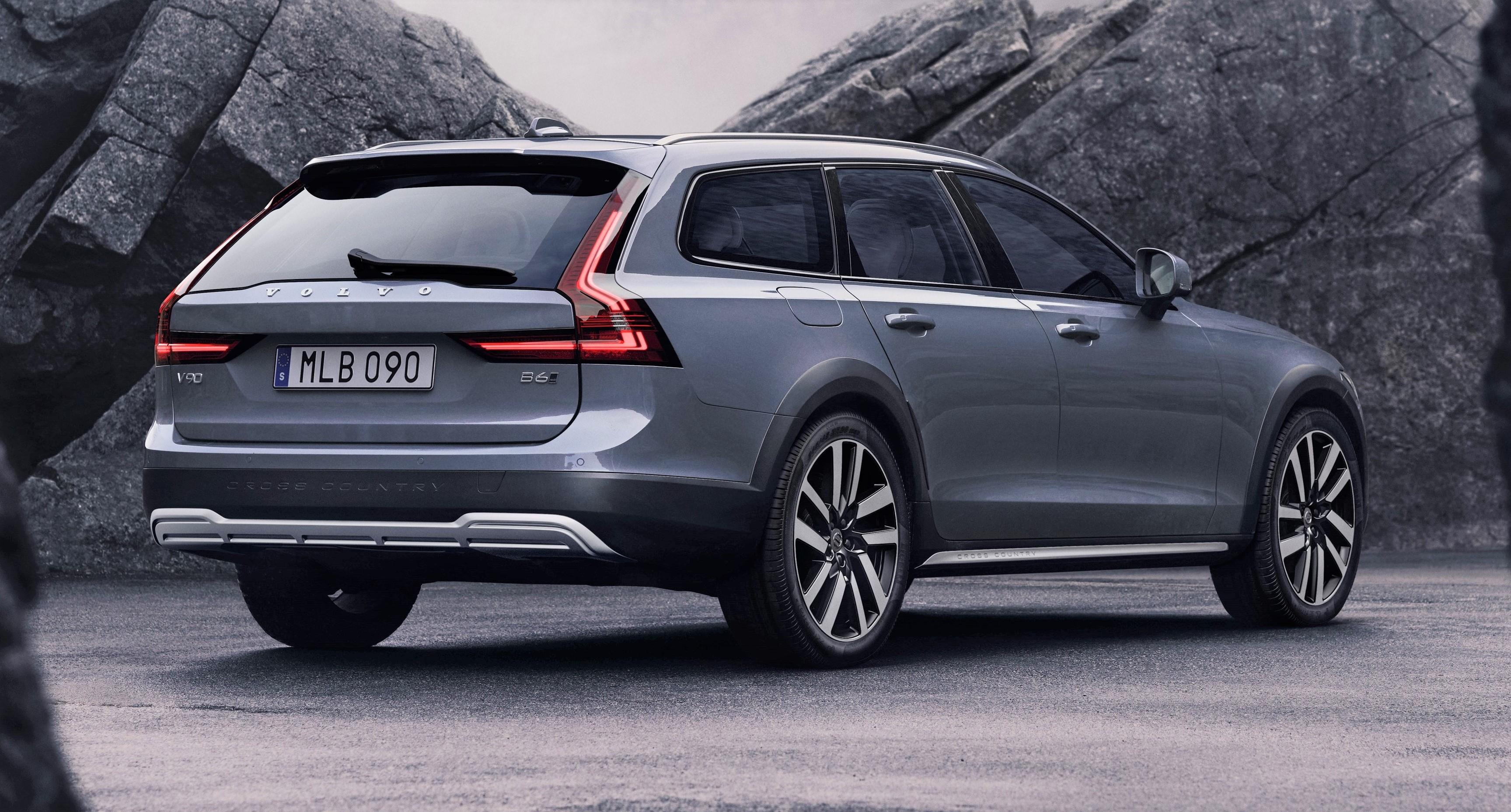 Volvo Makes Some Options Standard on 2021 Models | WardsAuto