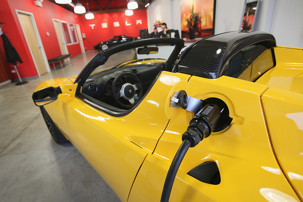 Tesla Roadster (Getty).jpg