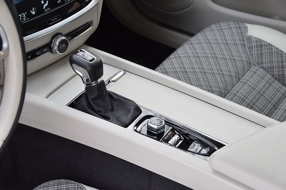 Volvo V60 console from driver side.jpg