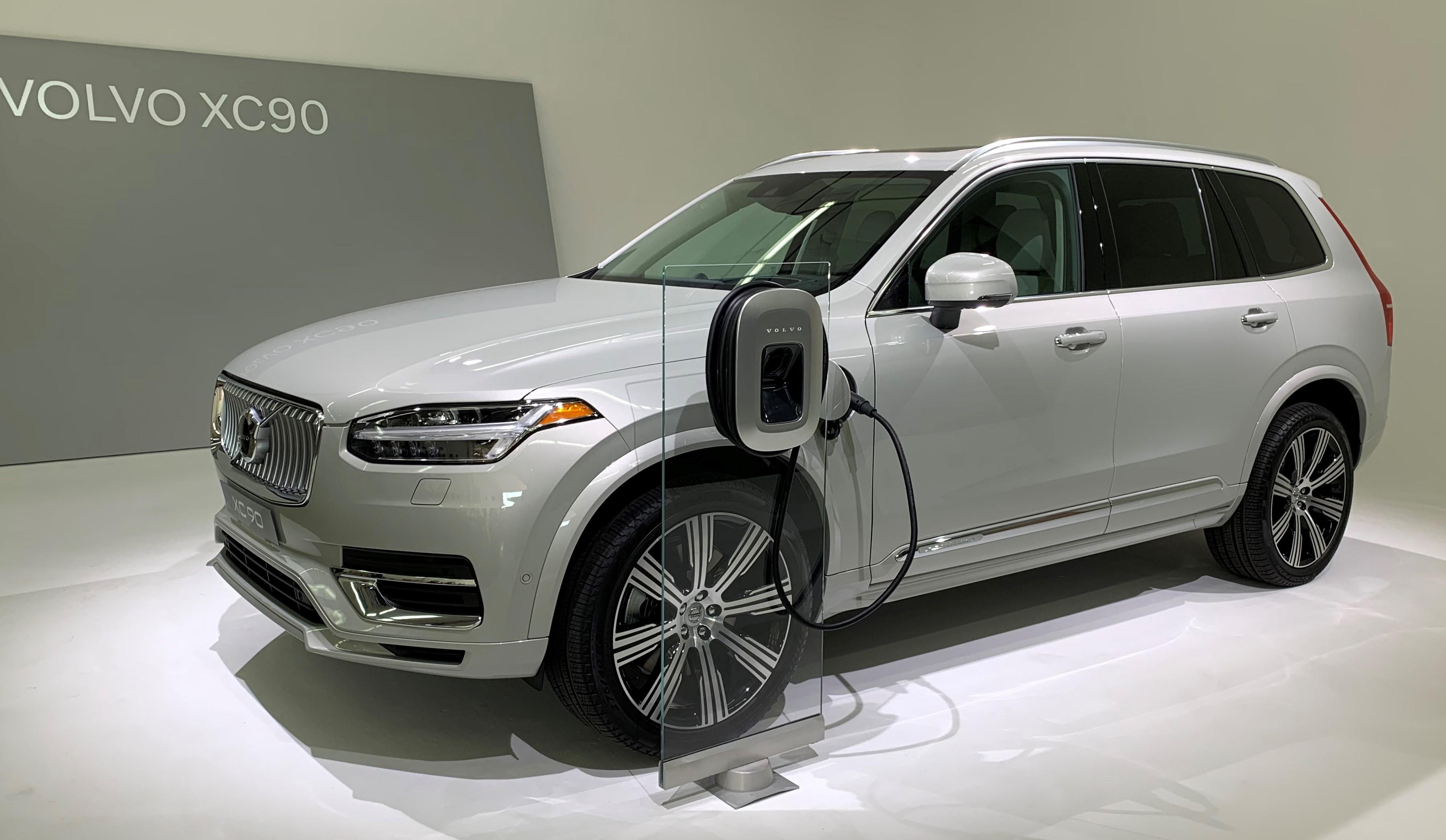 Volvo's First EV Debuts Loads of New Tech   WardsAuto
