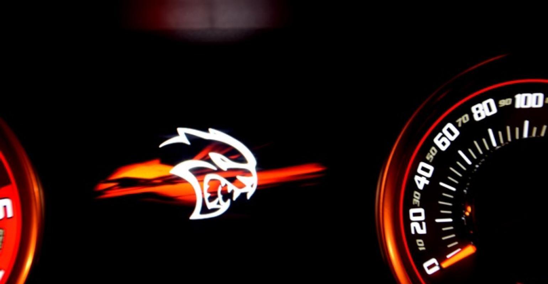 Dodge Challenger Srt Hellcat 6 2l V 8 Wardsauto