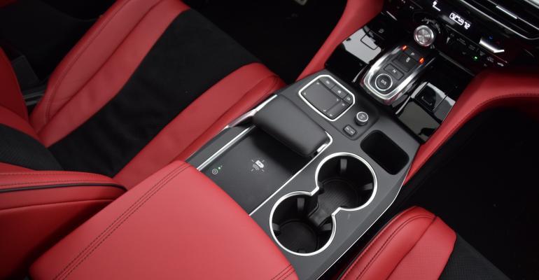 04 2022 Acura MDX topdown center console.JPG