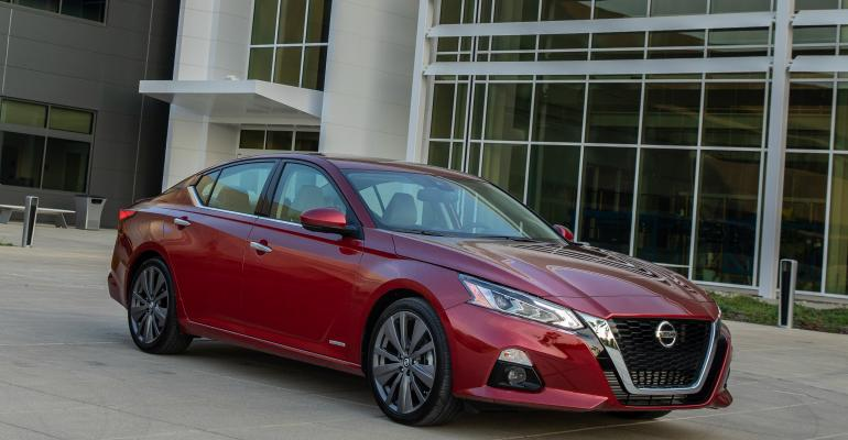 2019 Nissan Altima Edition One red