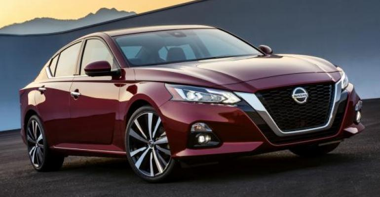 2019 Nissan Altima red