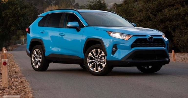 hybrid awd interior stand out in remade next gen 2019 toyota rav4 wardsauto. Black Bedroom Furniture Sets. Home Design Ideas