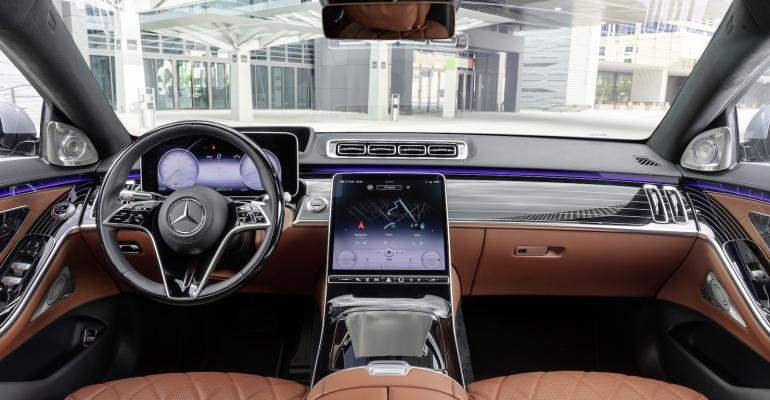 2021-Mercedes-S-Class-cockpit.jpg