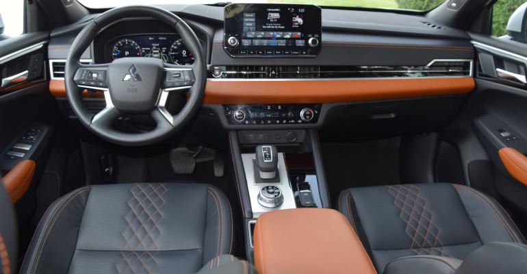 2022 Mitsubishi Outlander center topdown - Copy.JPG