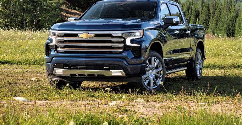 2022-Chevrolet-Silverado-HighCountry-013.jpg