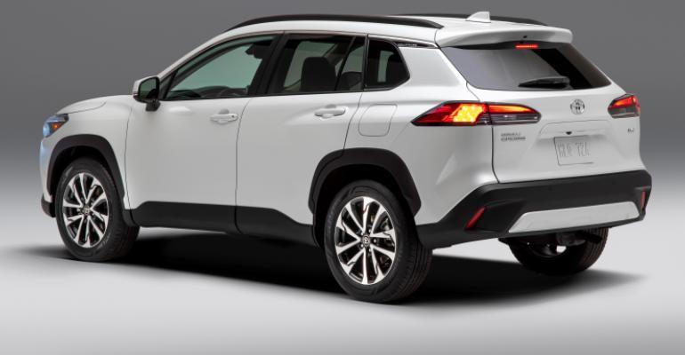 2022_Toyota_Corolla_Cross_WindChillPearl_front corner.jpg