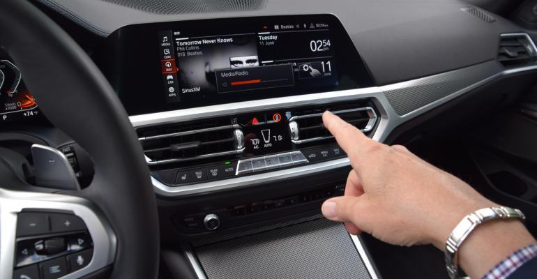 BMW 330i gesture control volume spin.JPG