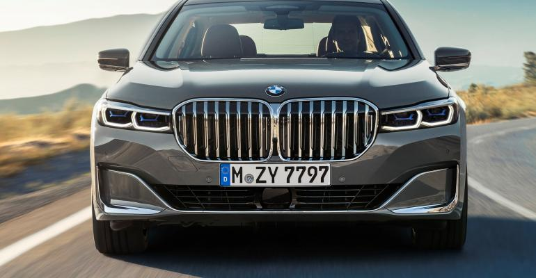 Refashioned grille at leading edge of BMW's new-generation 7-Series flagship.