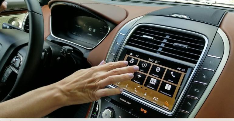 CS Lincoln Nautilus touchscreen.jpg