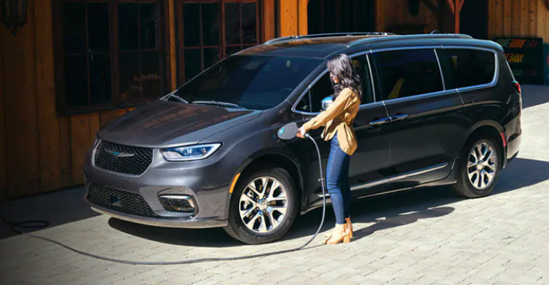Chrysler Pacifica plug in hybrid (002).png