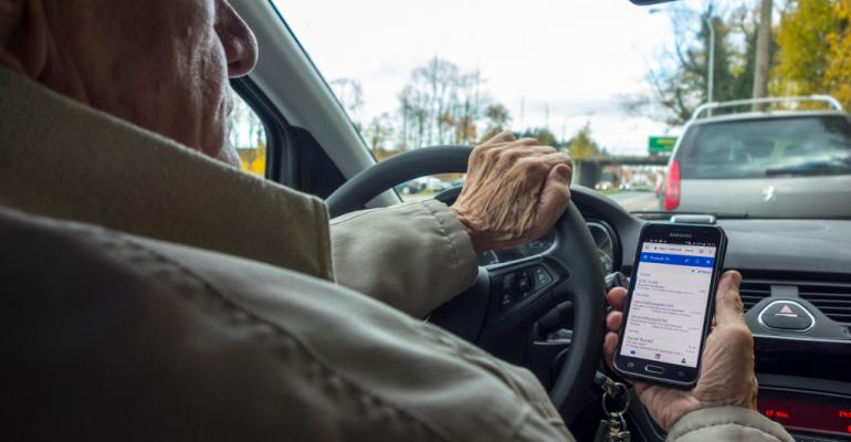 Driving while texting (Getty).jpg
