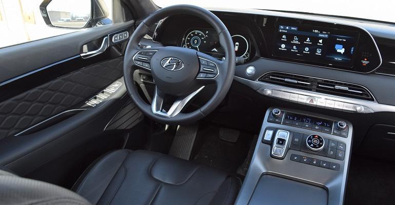 Hyundai Palisade cockpit.jpg