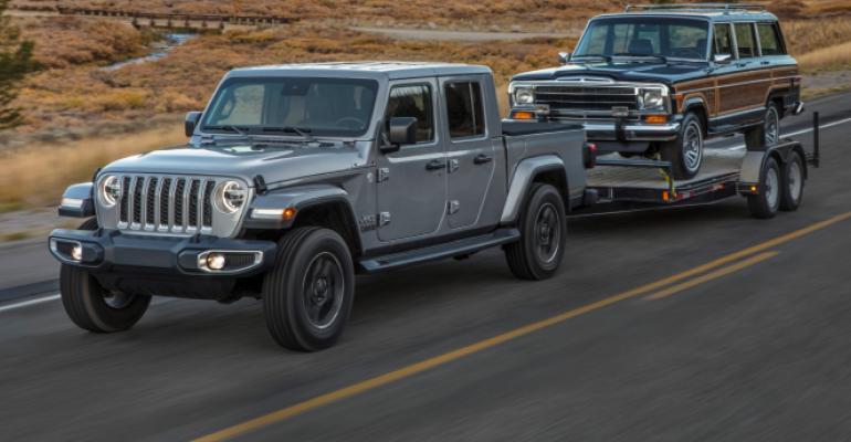 Jeep Gladiator towing Jeep.jpg