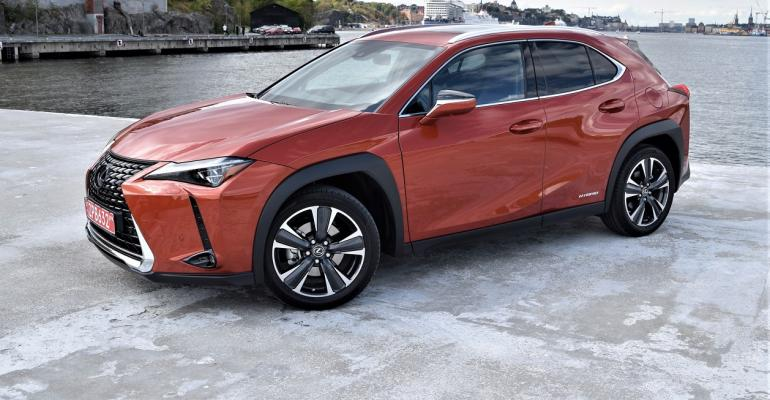 Lexus UX Cadmium Orange. Blazing Carnelian
