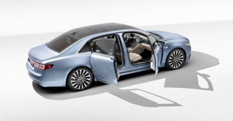 '19 Continental Coach Door Edition's stretched wheelbase expands legroom.