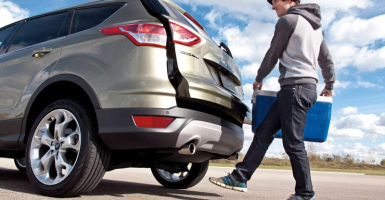 Ford Escape Handsfree Liftgate Activates By Kicking Motion Under Rear Bumper