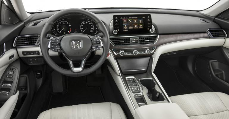 rsquo18 Honda Accord interior features thinner IP to create more space