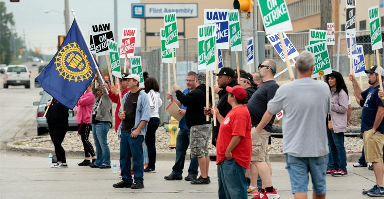 uaw in talks with ford as gm rushes to resume production