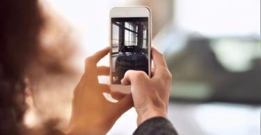 Dealer - smartphone at dealership (Getty).jpg