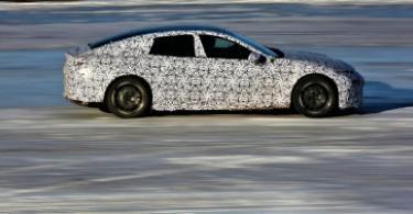 E28's styling elements include long wheelbase, short front overhang, frameless doors.
