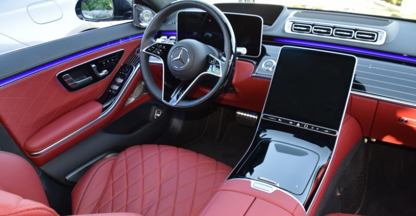 20 2021 Mercedes S-Class cockpit red - Copy.JPG