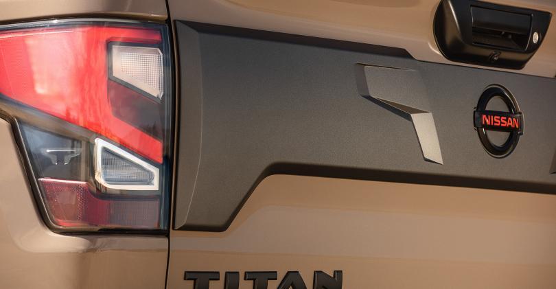 2020 Nissan TITAN PRO-4X-13-source.jpg