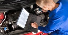 auto mechanic with computer.jpg