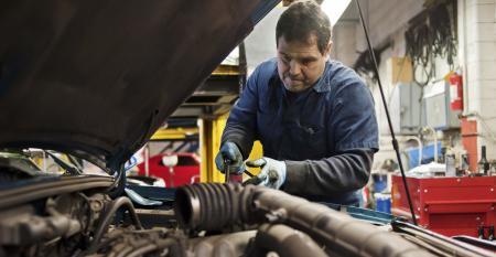 Dealer - car repairman (Getty).jpg