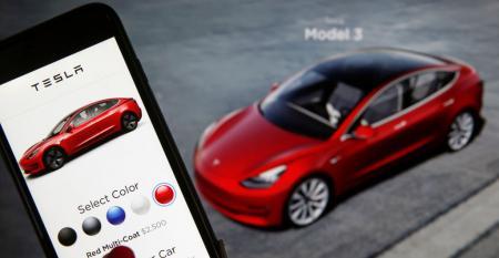 Dealer-Tesla online shopping (Getty).jpg