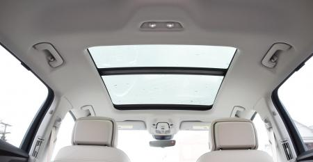 Audi etron  pano roof.JPG