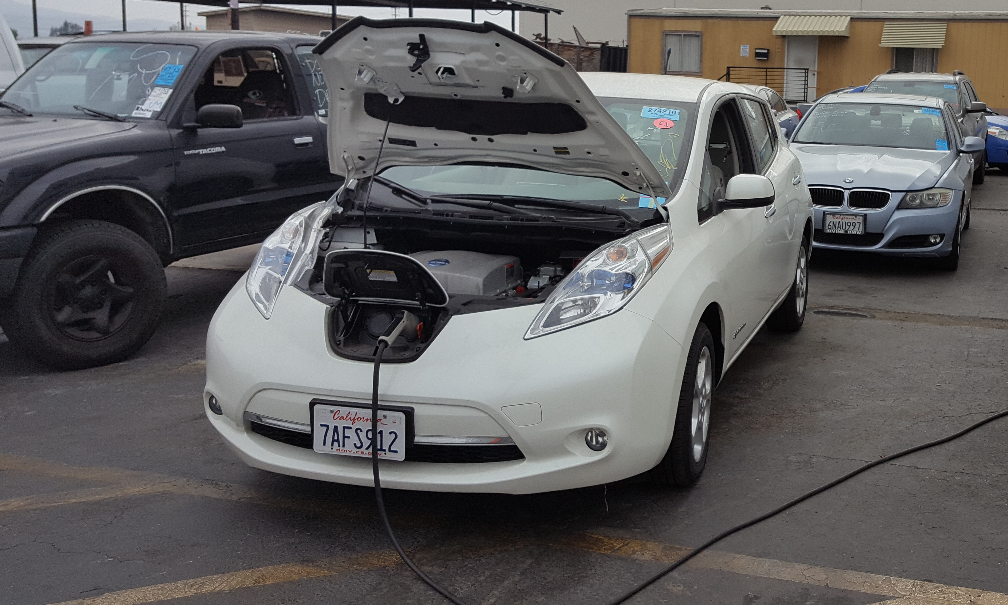 Leaf Recharges On Lot At Manheim Anaheim Auction