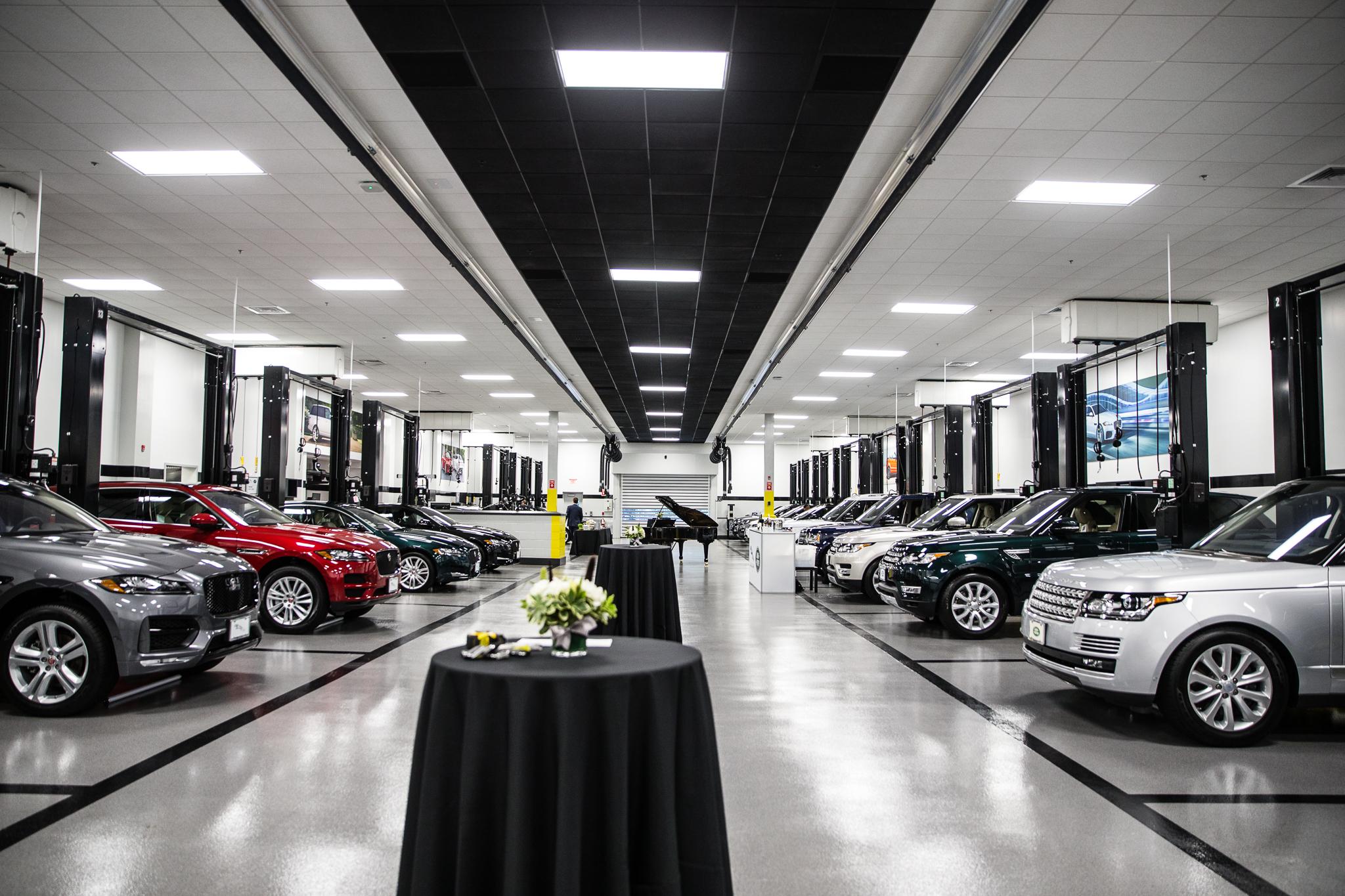 Land Rover Darien >> Penske Jlr Dealership First To Adopt New Global Design Wardsauto