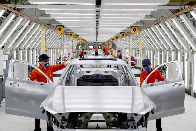 8f78497fe9 Volvos building S90 sedans in Daqing