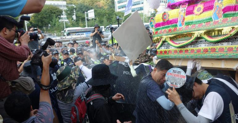 Police break up rally honoring union leader who committed suicide over dispute with Hyundai