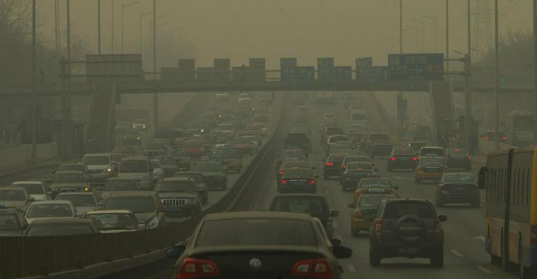 Beijing cutting back on license plates to ease smog congestion