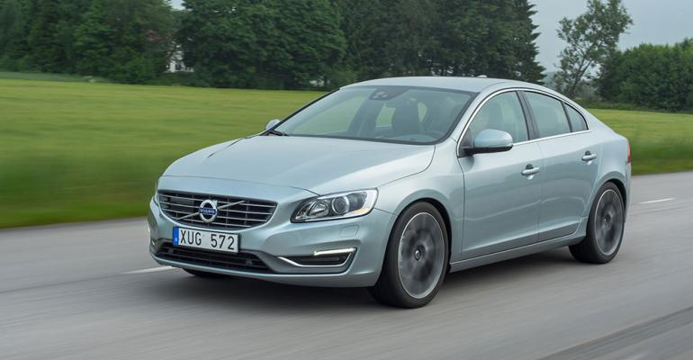 Volvo S60 sports sedan receives new DriveE powertrain