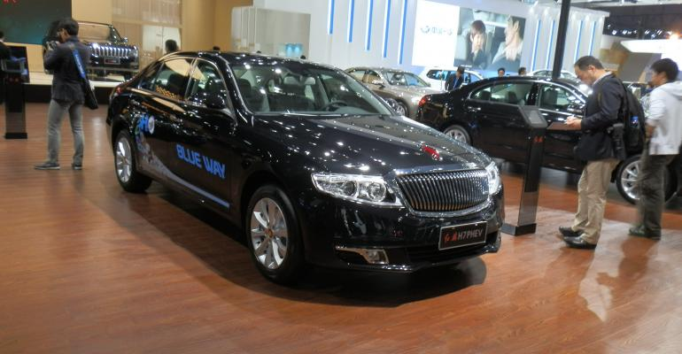 FAW displays Red Flag plugin hybrid at Shanghai show