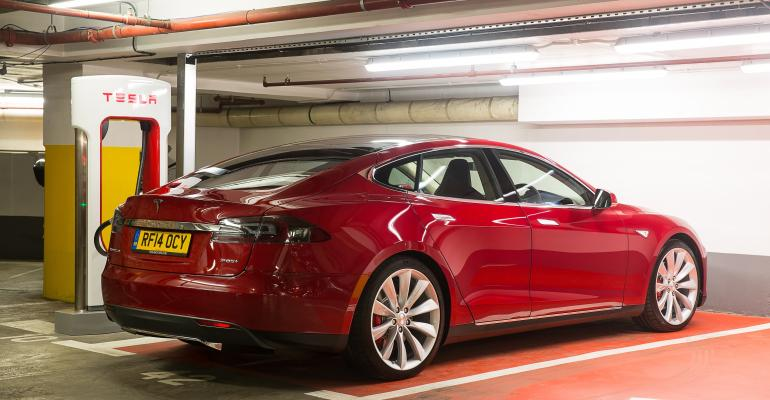 Destination Charging untethers Model S from homecharging limits