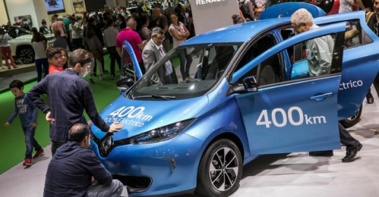 Visitors to Barcelona auto show examine Renault Zoe 40 electric vehicle