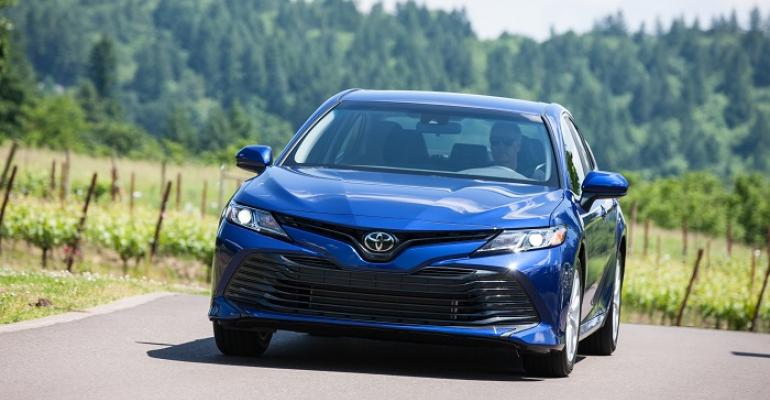 Camry LE shown liked by older buyers SE popular with young