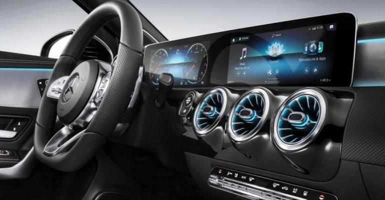 Mercedes previewed new cockpit design at 2018 CES